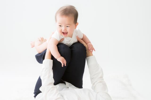 産後トレーニングに励む女性
