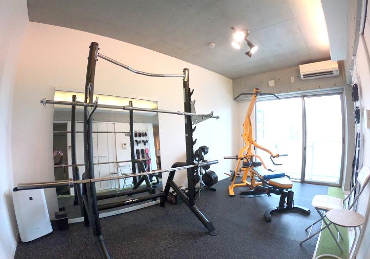 完全個室のデザイナーズマンションで、充実のトレーニング