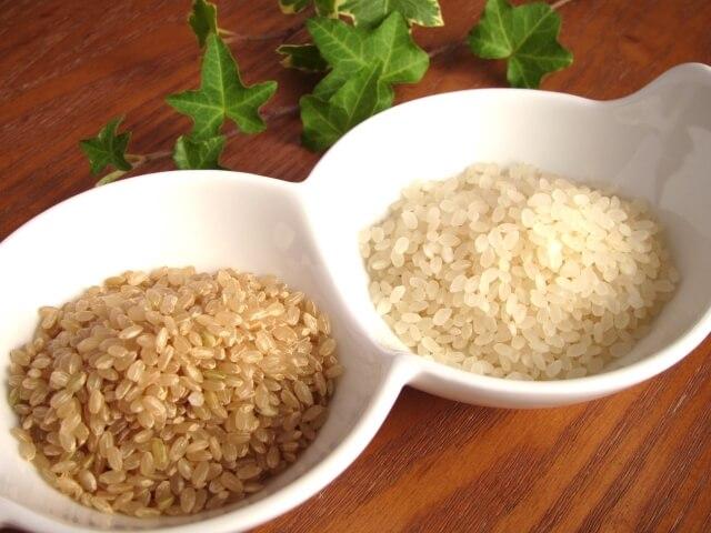 白米と玄米画像